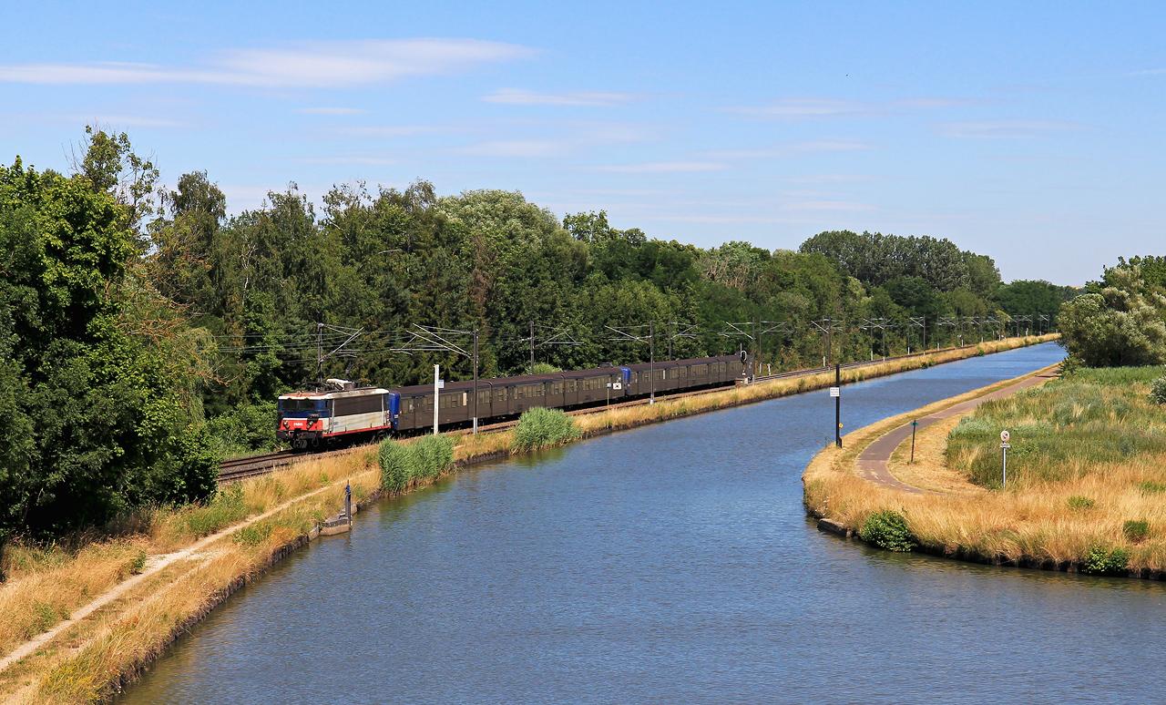 http://www.badische-schwarzwaldbahn.de/DSO/B700.jpg