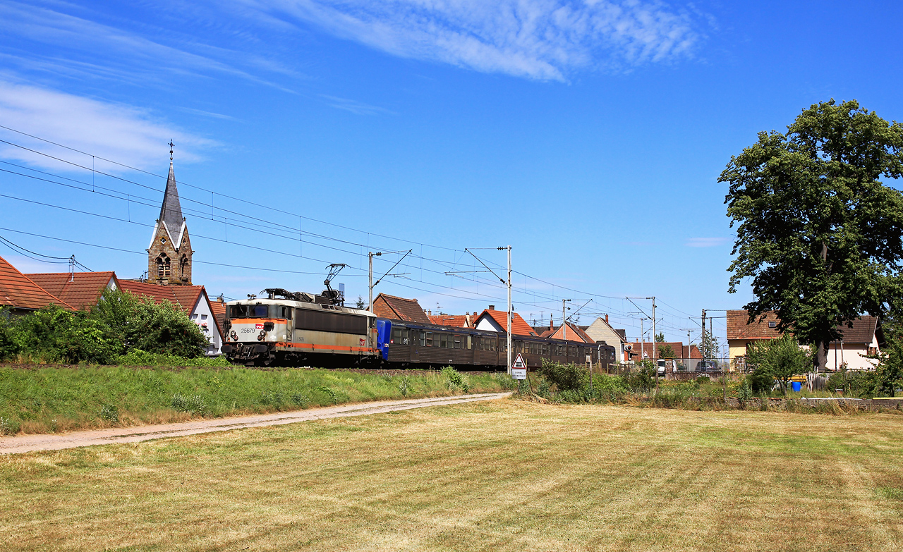 http://www.badische-schwarzwaldbahn.de/DSO/B702.jpg