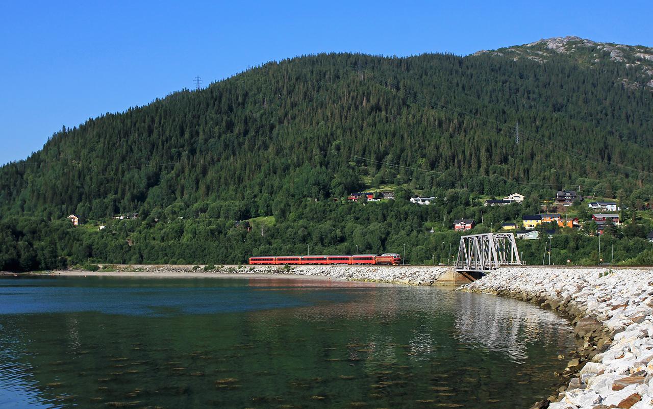 http://www.badische-schwarzwaldbahn.de/DSO/B825.jpg