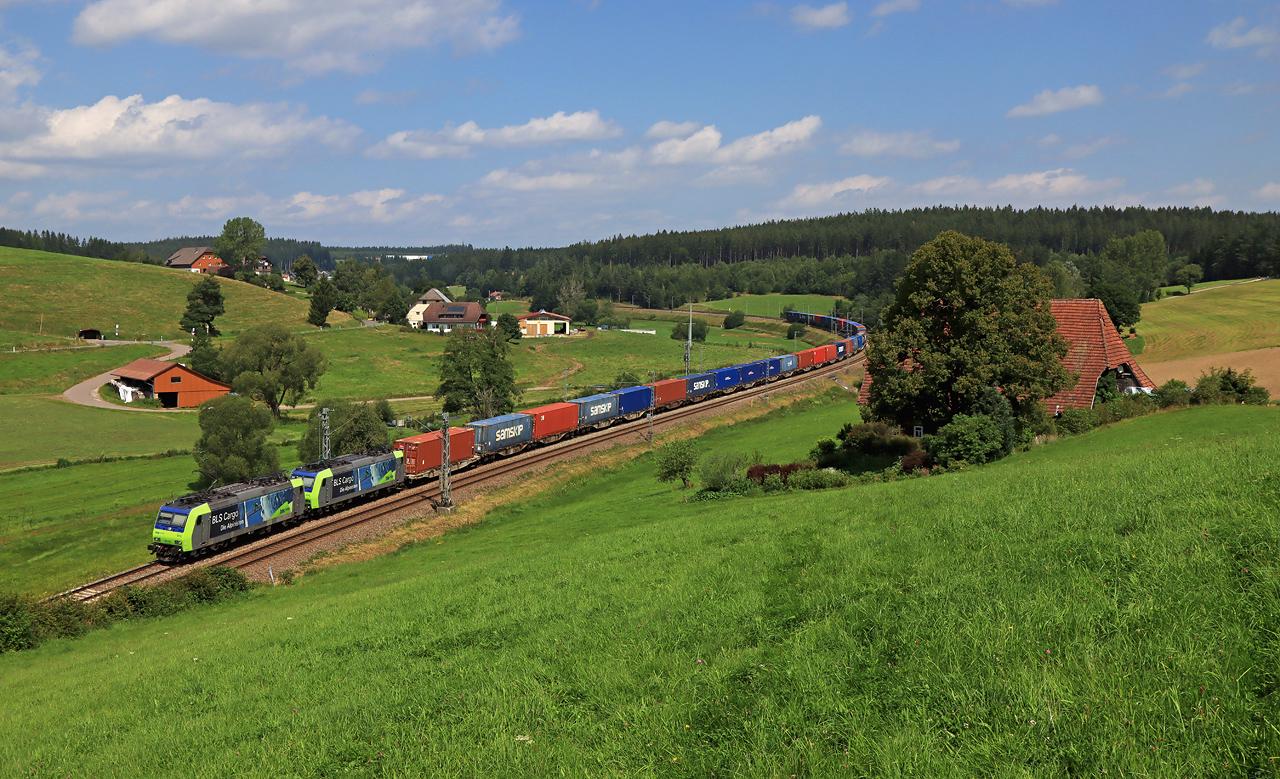 http://www.badische-schwarzwaldbahn.de/DSO/H234.jpg