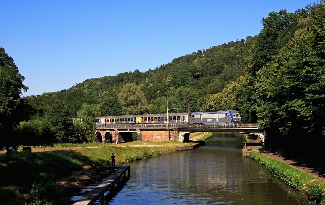http://www.badische-schwarzwaldbahn.de/DSO/Z915.jpg